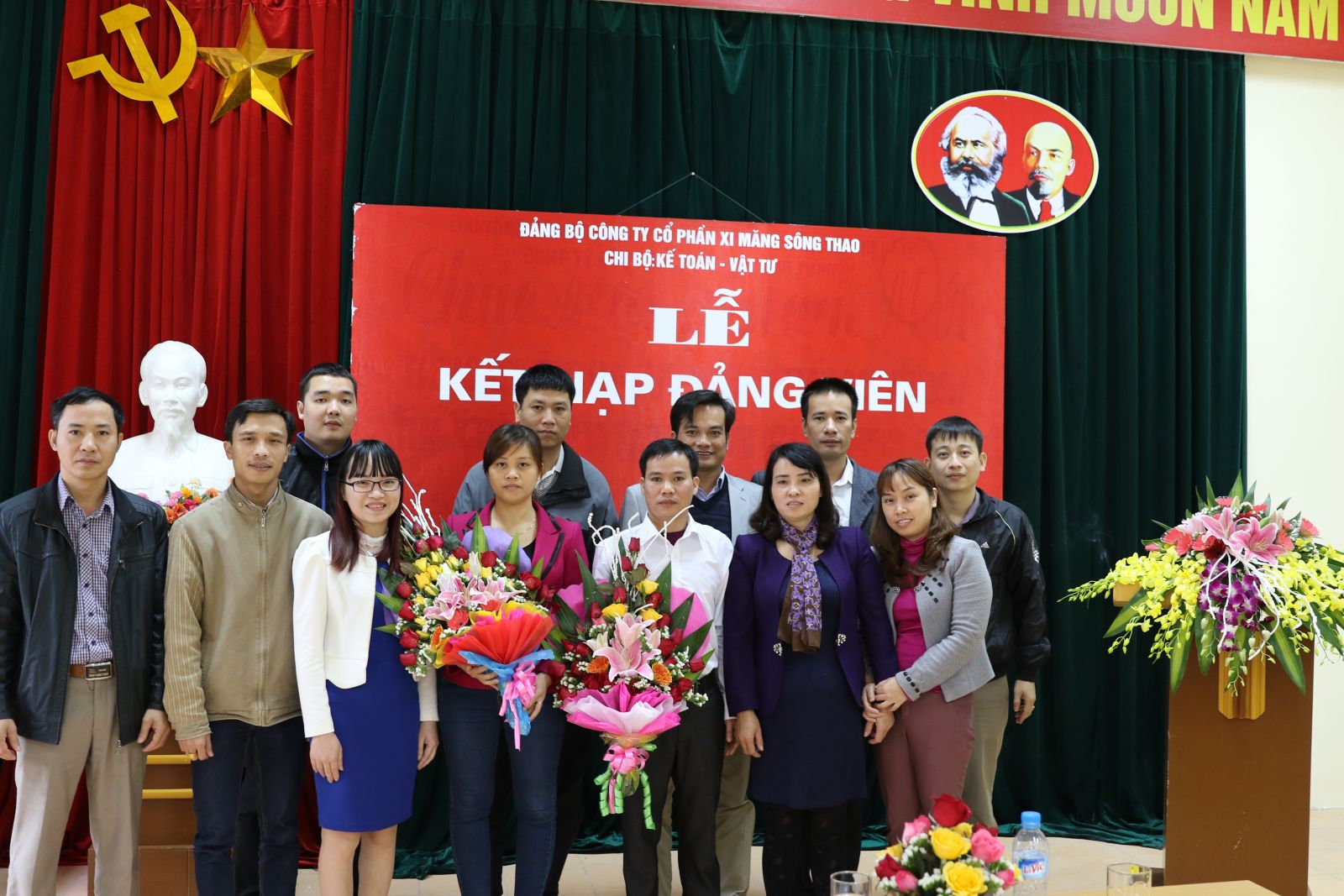 Các chi bộ tổ chức lễ kết nạp đảng viên mới